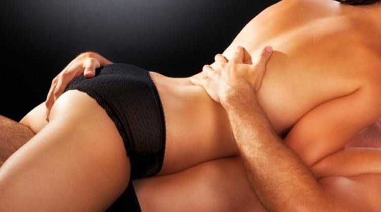 Amantes ocasionais fazendo sexo